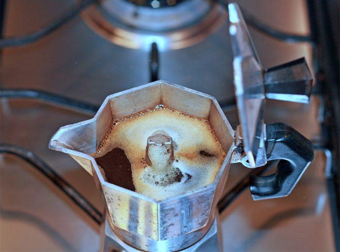 ¿Cómo hacer un café en la cafetera italiana