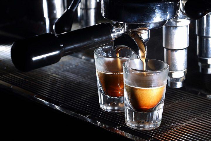 Cómo hacer un café en la máquina de café espresso