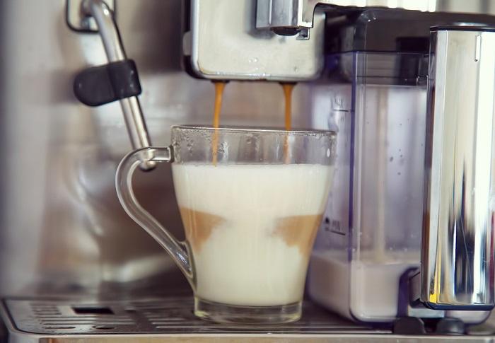 Cafetera automática potente y de alta calidad